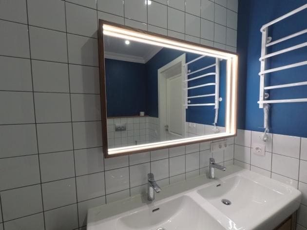 Дзеркало з підсвіткою для ванної кімнати