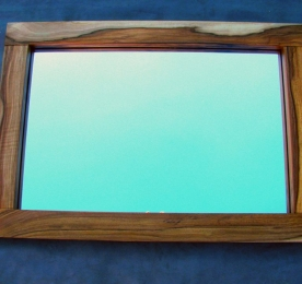 Зеркало из массива ореха