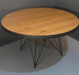 Круглий обідній стіл з дуба