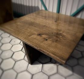Квадратный кофейный столик из массива дуба