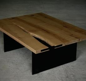 Кофейный столик из массива клена