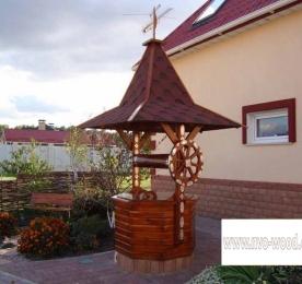 Колодец из дерева с крышей (0073)