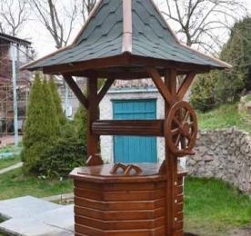 Hexagonal Wooden Well (0090)